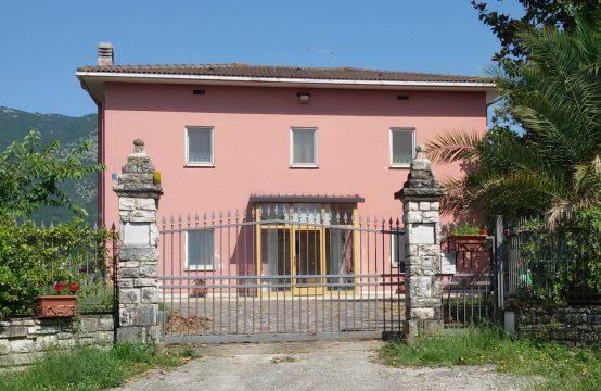 """Casale in Località """"Campo Fiorito"""" a Monteroduni"""