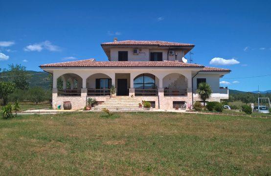 Villa con giardino in Via Maiella – Pozzilli