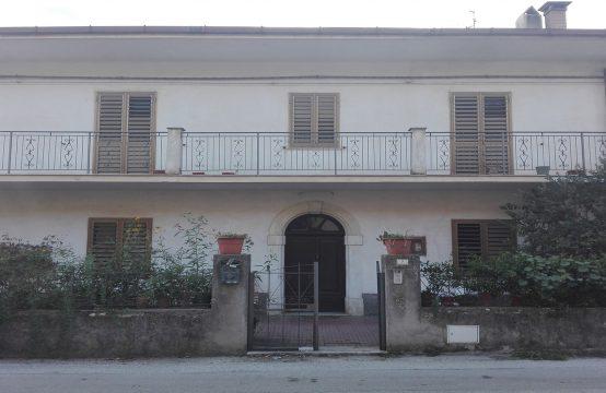 Abitazione con terreno a Roccaravindola