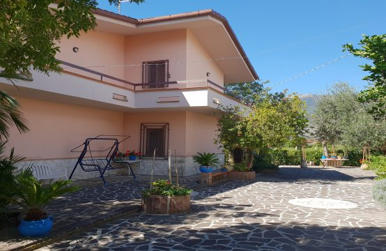 Villa in via Maria Pia di Savoia, traversa San Francesco